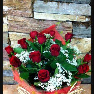 Ramo rosas rojas tallo corto